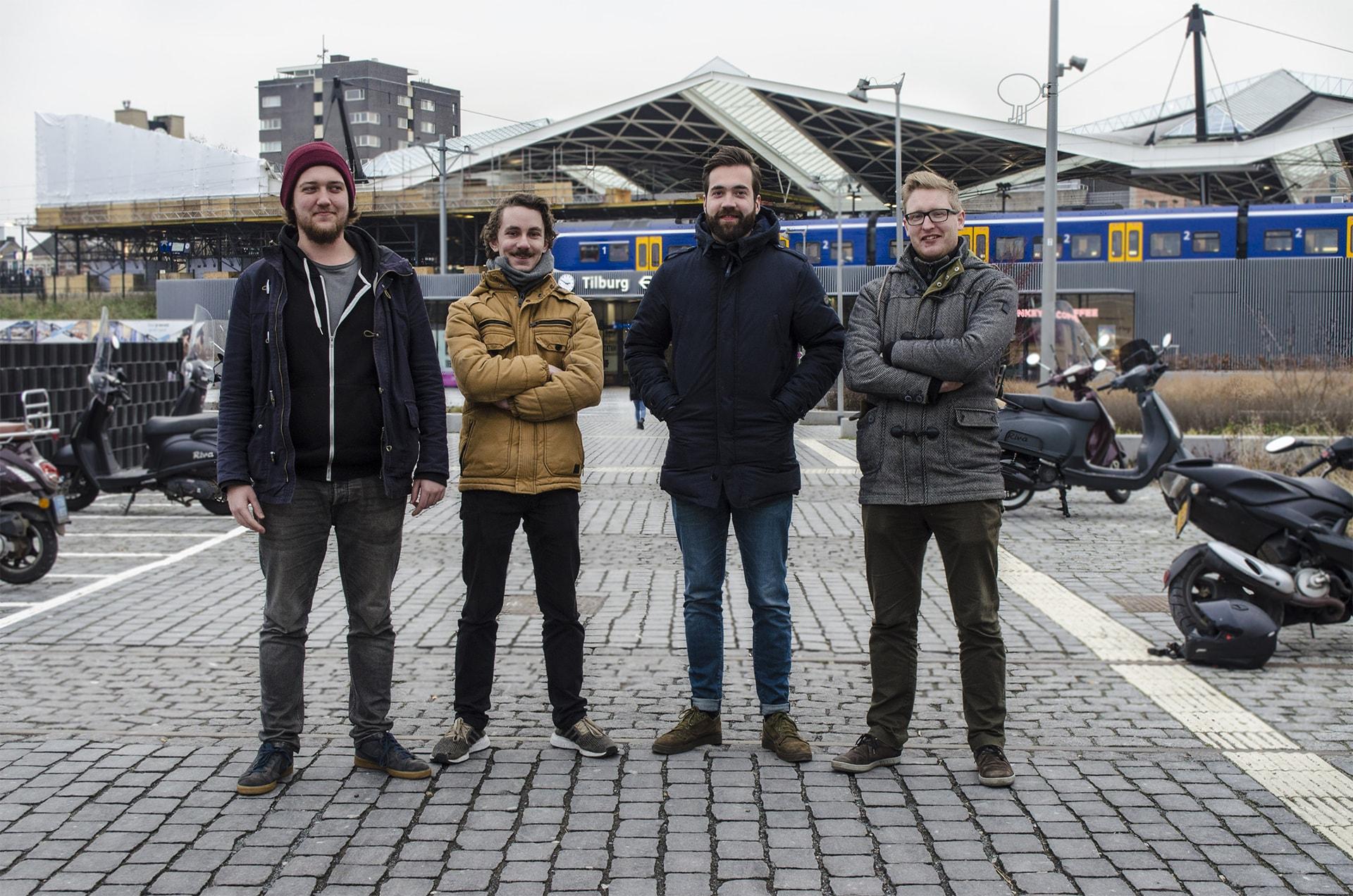 Rico, Vincent, Job en Luuk van scrumble op station Tilburg.