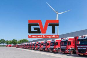 omslagfoto van vrachtwagens op het distributiecentrum van GVT transport & logistics met het logo op de foto