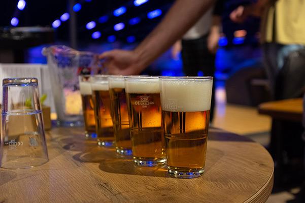 foto van 5 biertjes tijdens het teamuitje van Scrumble